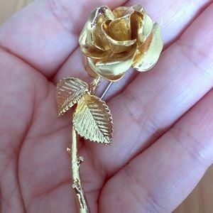 Vintage Gold tone rose shaped brooch